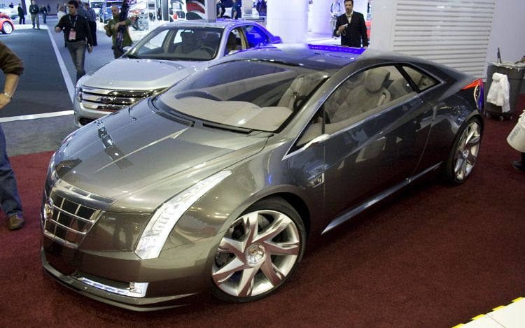 Detroit 2009: Cadillac Converj (Built off of Chevy Volt architecture)