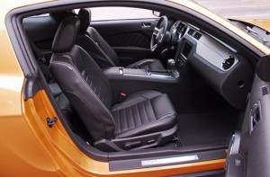 2010fordmustanggtfrontseats01small
