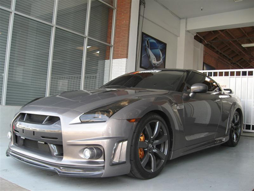 andrew-bynum-nissan-gt-r-500