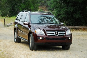 2009mercedesbenzgl320bluetecheadonactiondirt01small