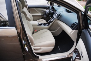 2009ToyotaVenzaFrontSeats01small