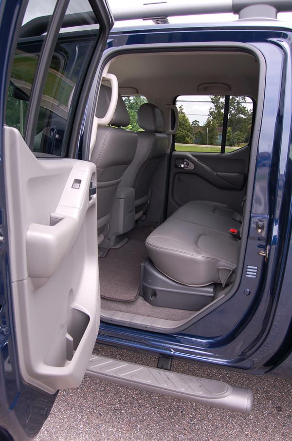 2009 Nissan Frontier Le 42 Crew Cab Review Test Drive