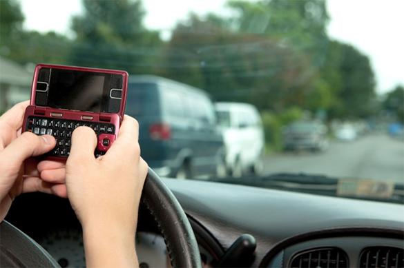 Texting While Driving – How serious is it and do we need laws in place to Ban It?