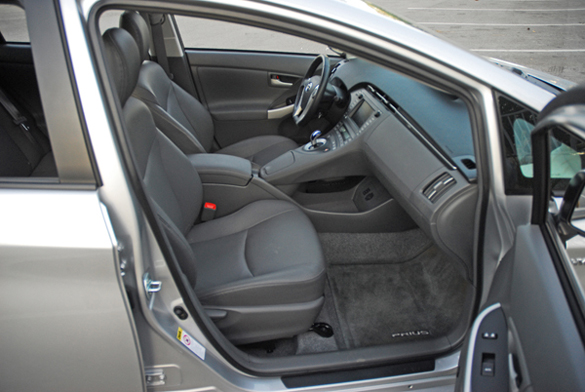 2009ToyotaPriusFrontSeats01small