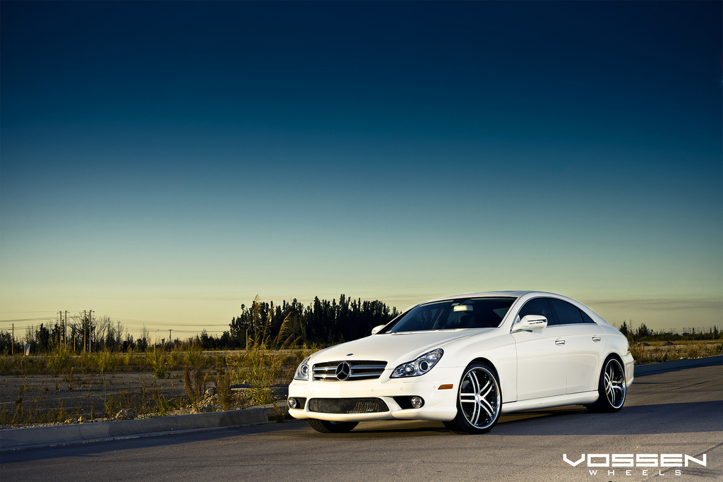 Mercedes Benz CLS 550 and Vossen VVS-085 20 inch Wheels Collaboration