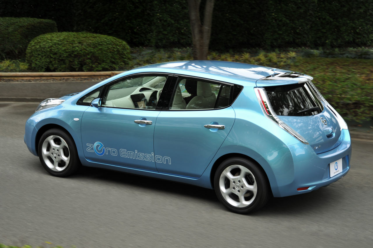 nissan leaf ev pricing released 32 780 before federal tax credit. Black Bedroom Furniture Sets. Home Design Ideas