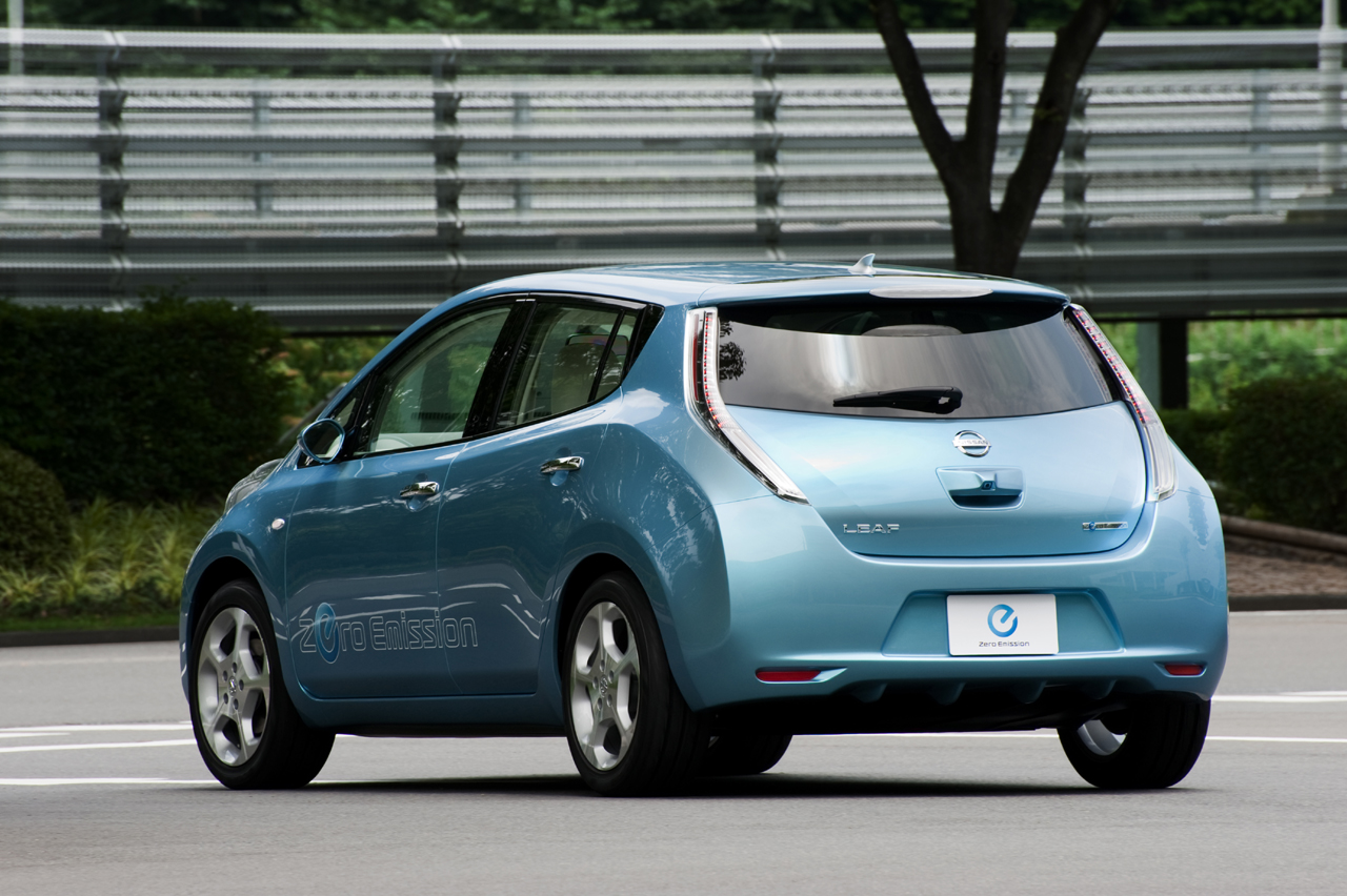 nissan leaf ev pricing released 32 780 before federal. Black Bedroom Furniture Sets. Home Design Ideas