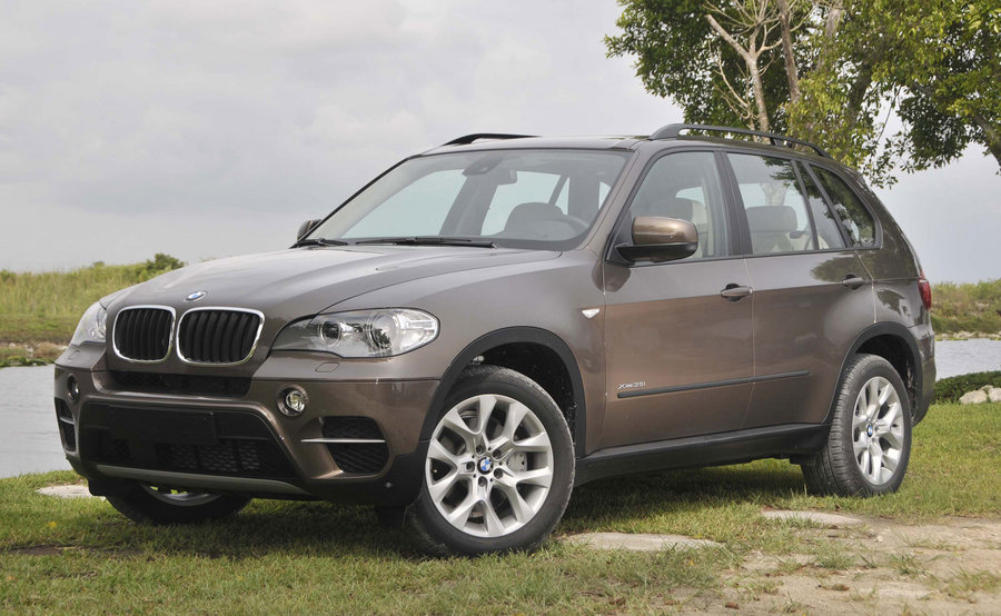 2010 BMW X5 Introduction Videos – The X5 Gets Wet & Dirty