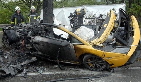 Lamborghini Gallardo Crash Leaves 2 Dead