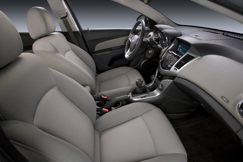 Chevrolet Cruze Interior 2010. 2011 Chevrolet Cruze will