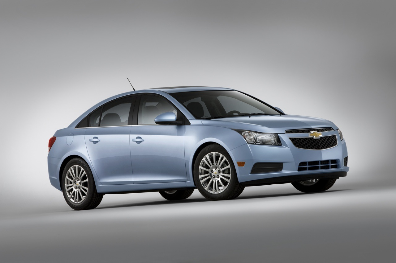 2011 Chevrolet Cruze Eco Literally Morphs Into 40MPG Leader