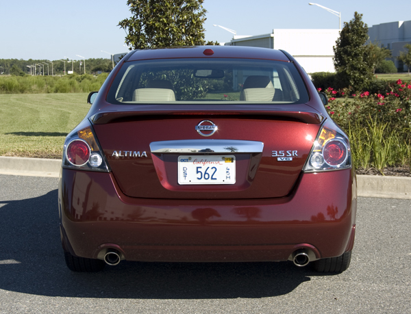 http://www.automotiveaddicts.com/wp-content/uploads/2010/10/2010-nissan-altima-sr-v6-rear.jpg