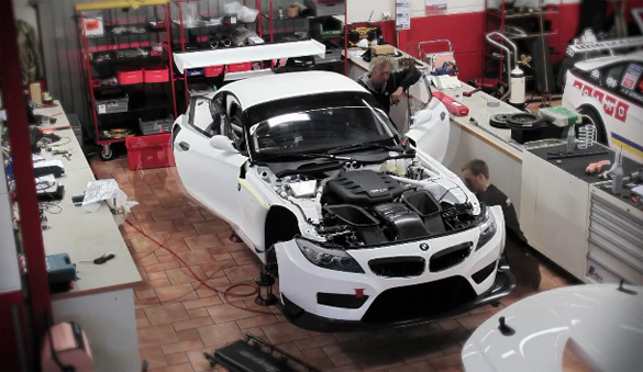 Video: BMW Z4 GT3 Time Lapse Build