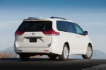 2011-toyota-sienna-rear-profile
