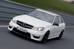 Mercedes_C63_AMG_2011_10