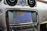2011-jaguar-xj-center-console-lcd-screen