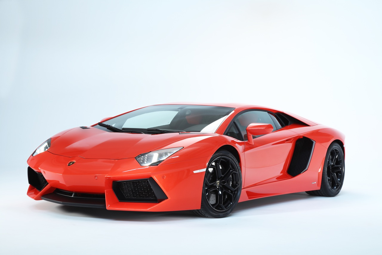 Inside and Out of the new Raging Bull: 2012 Lamborghini Aventador LP700-4 First Glimpse