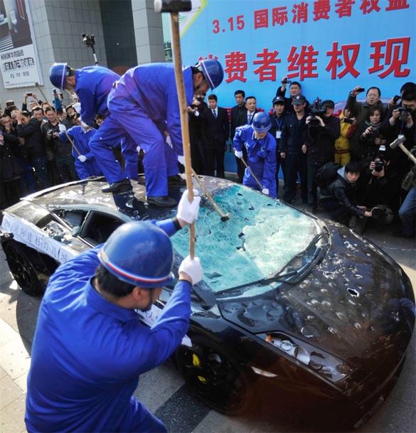 Video: Lamborghini Gallardo Destroyed In Protest of Bad Service