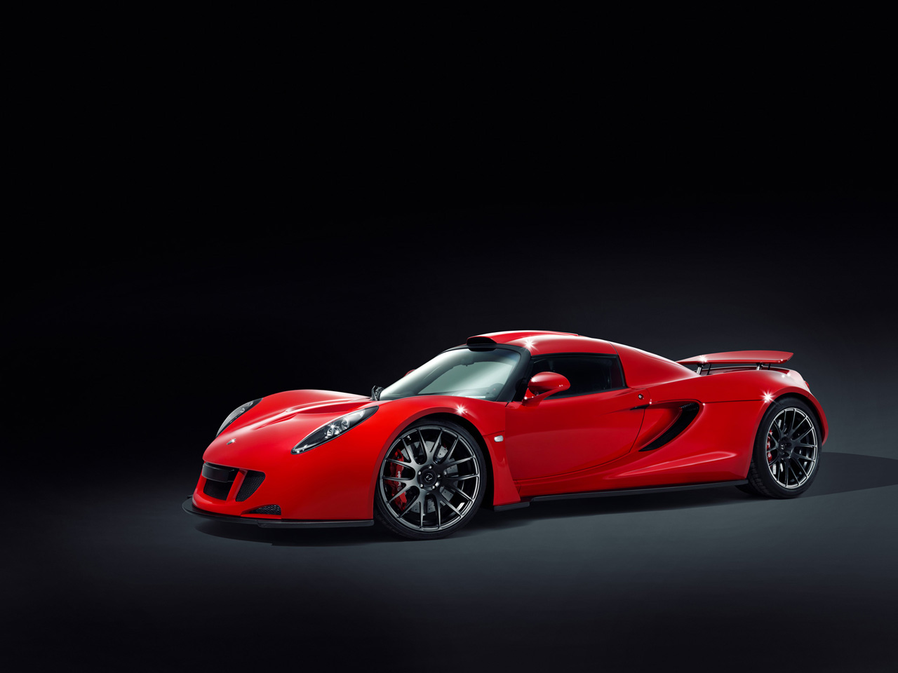 2011 Hennessey Venom Gt Hits The Studio For Some Red Hot