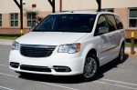 2011-chrysler-town-and-country-2