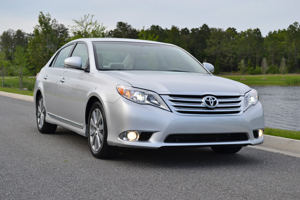 2011 toyota avalon limited review affordable luxury. Black Bedroom Furniture Sets. Home Design Ideas