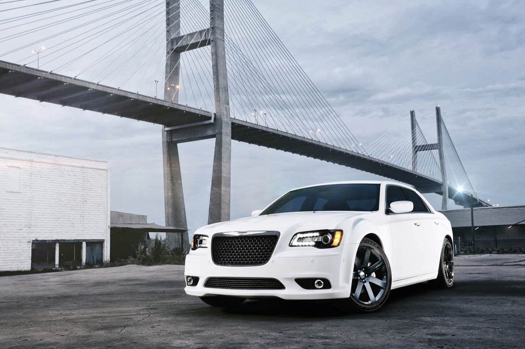 2011 New York Auto Show: 2012 Chrysler 300 SRT8 Introduced with 465 horsepower 6.4-liter HEMI