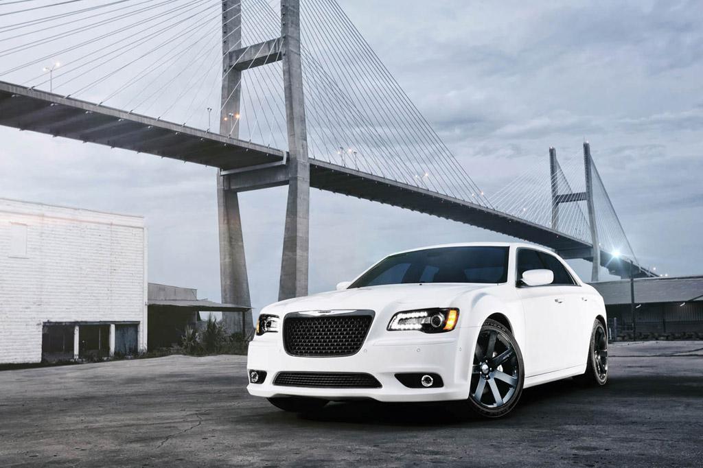 2011 New York Auto Show: 2012 Chrysler 300 SRT8 Introduced with 465 horsepower 6.4-liter HEMI