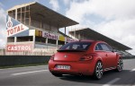 2012-Volkswagen-Beetle-in-red-from-rear