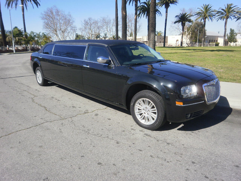 American Limousine Sales Does It Big: 2010 Chrysler 300 Streeeeetched Limousine