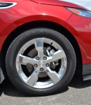 2011-chevy-volt-wheel-tire