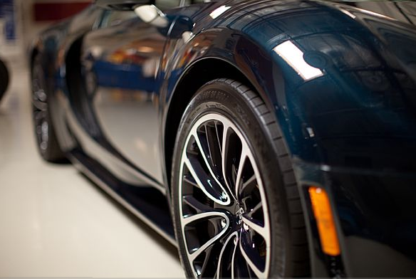 bugatti veyron jay leno bugatti veyron 16 4 grand sport vitesse jay leno 39 s garage jay leno. Black Bedroom Furniture Sets. Home Design Ideas