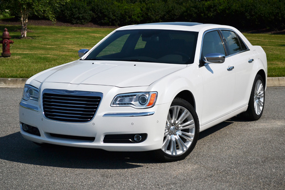 2011 chrysler 300c review w test drive video. Black Bedroom Furniture Sets. Home Design Ideas