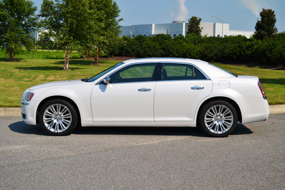 2012 chrysler 300c reviews autoblog and new car test drive. Black Bedroom Furniture Sets. Home Design Ideas