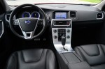 2012-volvo-s60-t6-r-design-dashboard