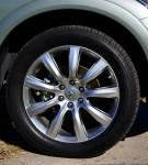 2011-infiniti-qx56-wheel-tire