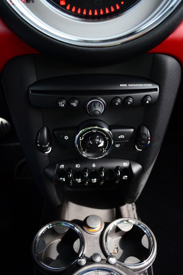 2012-mini-cooper-s-coupe-center-console