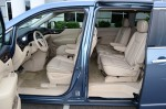 2012-nissan-quest-le-front-2nd-row-seats