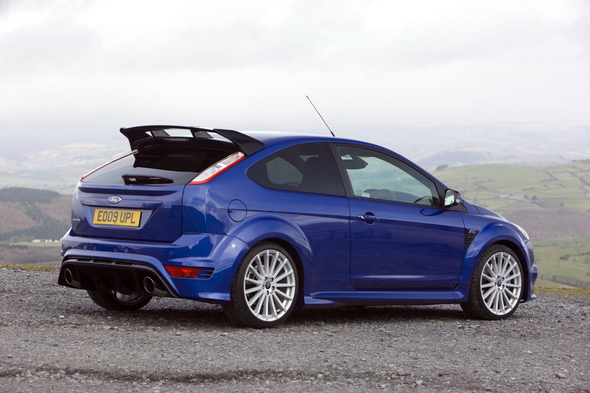 all new 2016 ford focus rs revealed as dominating hot hatch w over 315 hp. Black Bedroom Furniture Sets. Home Design Ideas