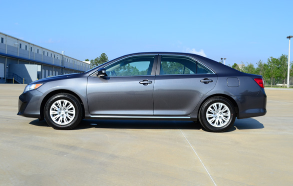 100 hot cars blog archive 2012 toyota camry le review test drive. Black Bedroom Furniture Sets. Home Design Ideas