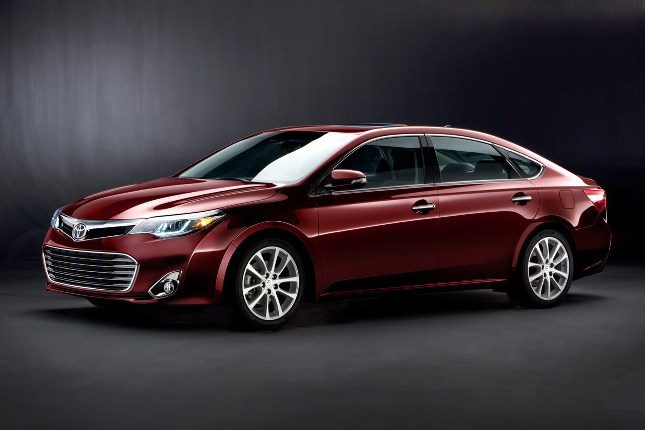 2012 New York Auto Show: 2013 Toyota Avalon Thwarts off Senior Citizen Connotation
