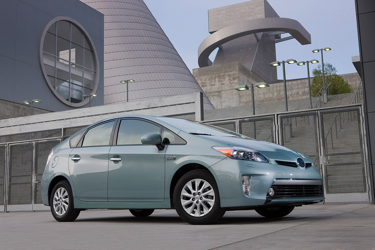 Report: Toyota Prius Plug-In Hybrid Outsells Chevy Volt & Nissan Leaf in April