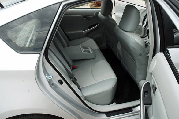 2012 toyota prius review the hybrid that still leads the pack. Black Bedroom Furniture Sets. Home Design Ideas