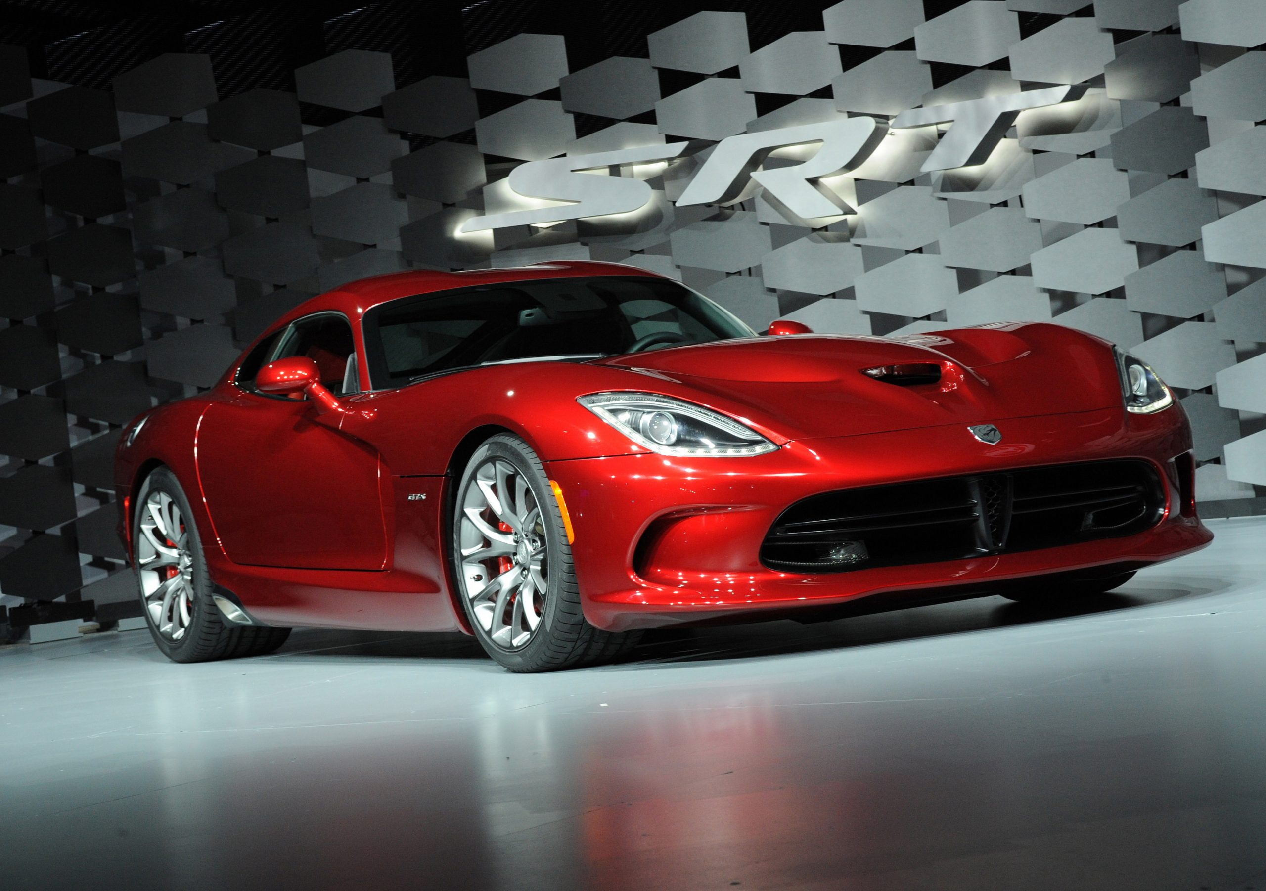 First 2013 SRT Viper Sells For $300,000