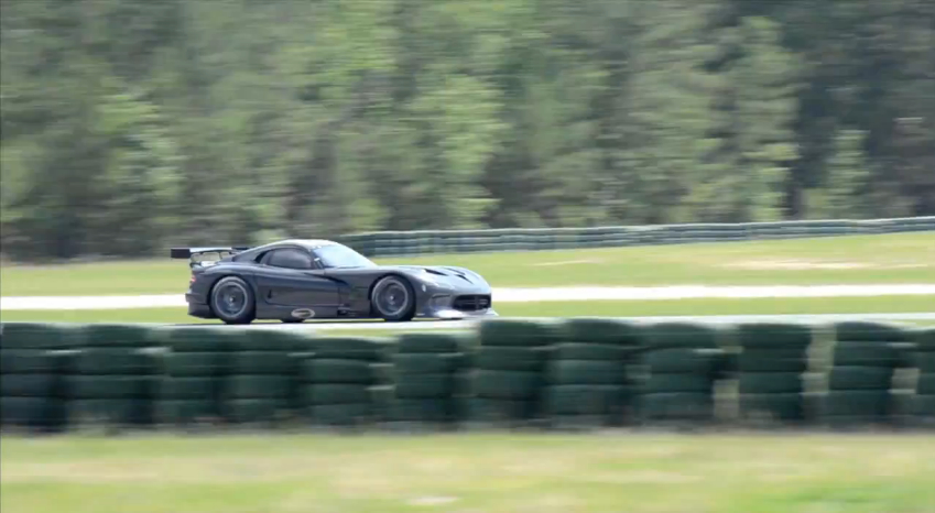 SRT Shakes Down The 2013 Viper GTS-R: Video