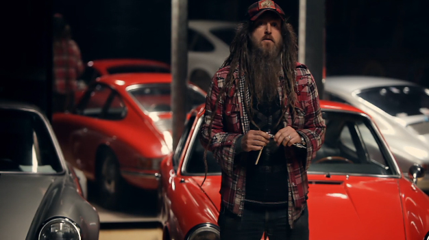 'Urban Outlaw' Documents The World's Most Unlikely Porsche 911 Collector: Video