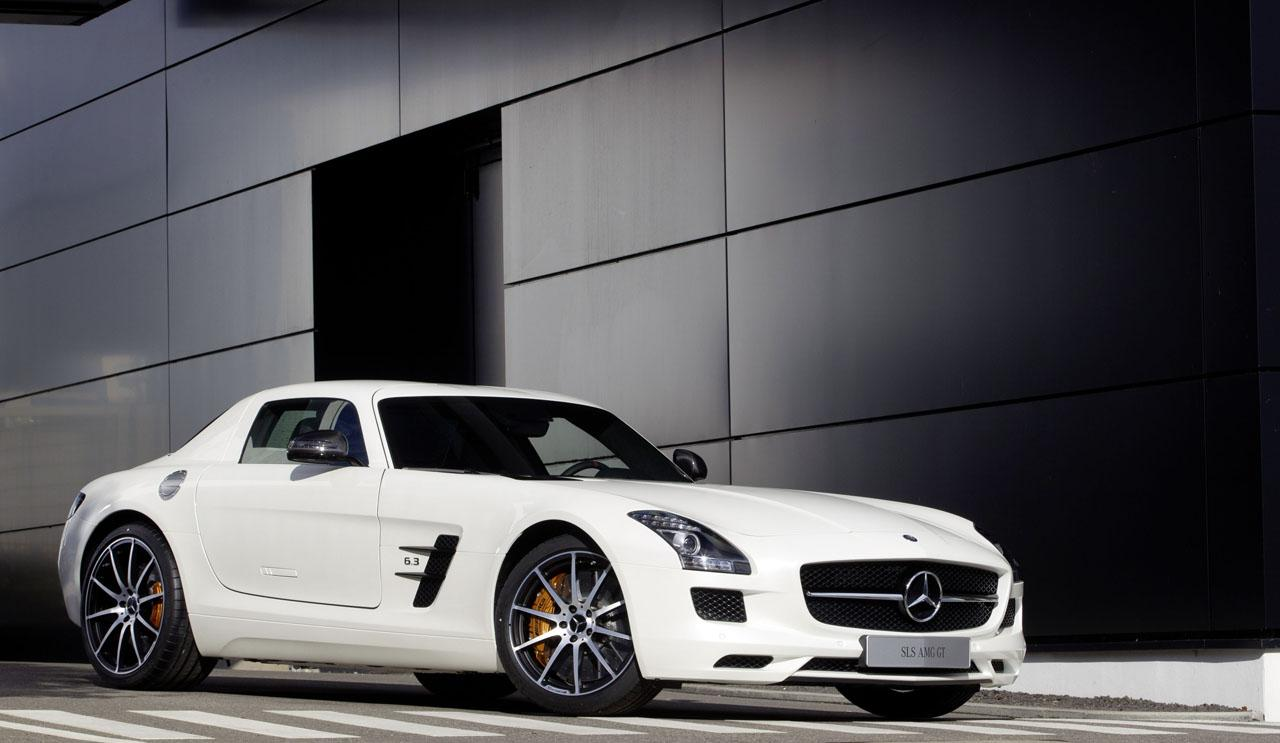 2013 Mercedes-Benz SLS AMG GT Rips Nurburgring in 7:30