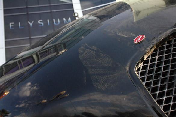 2010 - [Bugatti] Veyron SuperSport - Page 4 Elysium-flying-bugatti-3