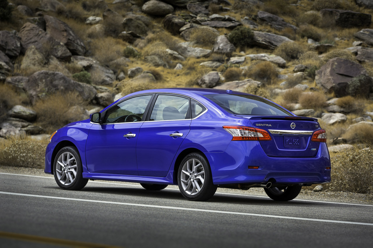 2013 nissan sentra debuts with 40 mpg and crosshairs on corolla civic. Black Bedroom Furniture Sets. Home Design Ideas
