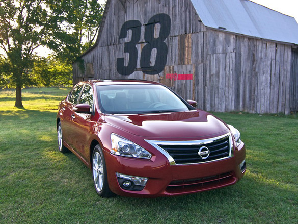 2013 nissan altima 2 5 sv review test drive second look. Black Bedroom Furniture Sets. Home Design Ideas