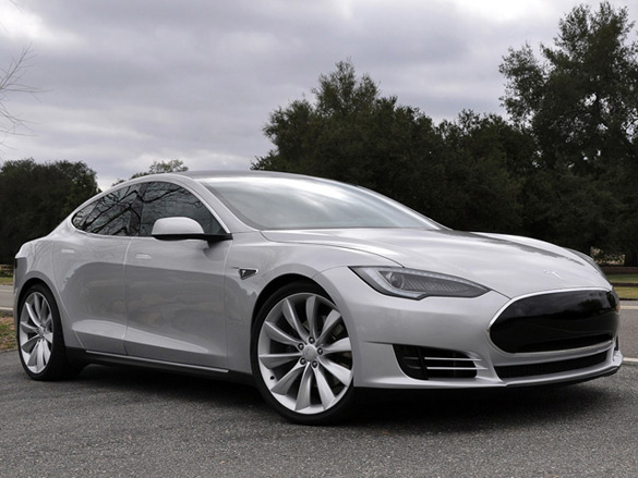 Tesla Model S Reviewed by Motor Trend: Video